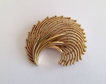 Vintage Trifari Goldtone Abstract Style Shell Brooch.