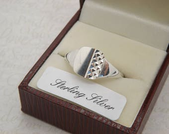 A very fine sterling silver gents 1970's period vintage jewelry signet / dress ring made with a square front with a partly engraved design