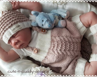 Pawl knitting Pattern in pdf format for baby/reborn doll