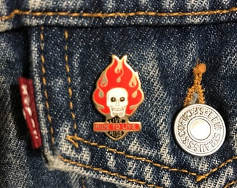 "Vintage Biker Enamel ""Live to Ride, Ride to Live"" Lapel Pin with skull and flames"