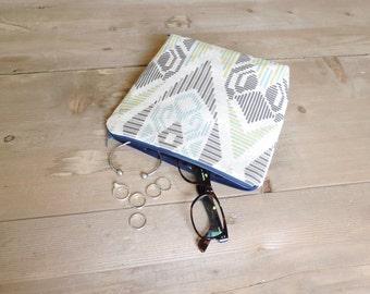 Lines . Small Cosmetic Bag, Cotton Cosmetic bag, Bridesmaid Gift, Gift, Holiday Gift, Travel Bag, Makeup Bag, Tribal Bag, Geometric Bag