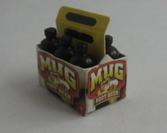 MUG Root Beer. MINIATURE crate of beer (made of cardboard) with 6 bottles of beer (plastic). Dollhouse miniatures. Scale 1:12. VINTAGE