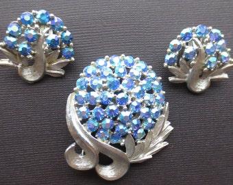 Vintage blue aurora borealis rhinestone demi parure=brooch and earrings. 1950s.
