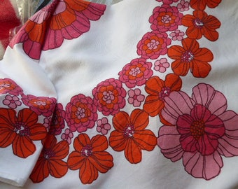 Sweet vintage very 1970s white red pink orange poppies floral tablecloth Scandi style