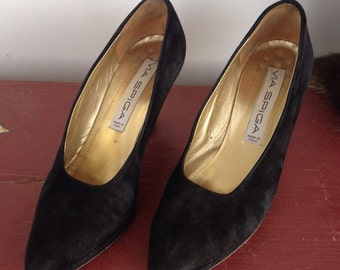 Vintage Via Spiga black suede pumps, made in Italy and signed by the maker