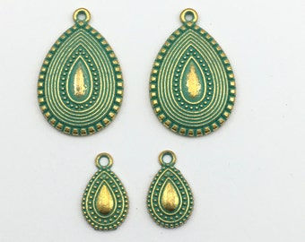 4 drop charms gold tone  and green patina, 11.5mm to 25mm #CH 515