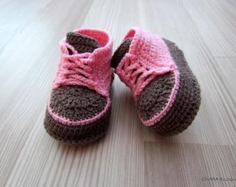 Crochet baby booties,baby sneakers,Baby sneakers,baby booties,baby shoes,hand-knit booties,baby shoes,knitted baby booties,pink, light brown