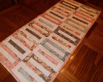 Keyhole Table Runner