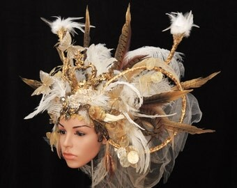 Fairytale head dress / / Crown headpiece / / LARP-fashion / / headpiece with feathers and Crown / / gols cream