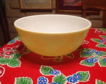 Vintage large Pyrex yellow mixing bowl