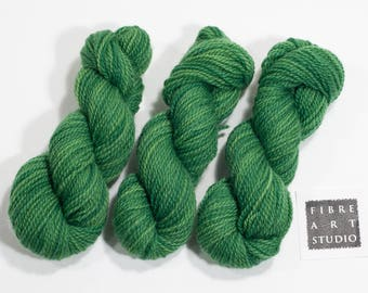 DK Mini Skein 25g | Hand Dyed Yarn | 100% Non Superwash Wool | Earth Green Emerald Green | Stranded Knitting | Color Work | Tonal Yarn