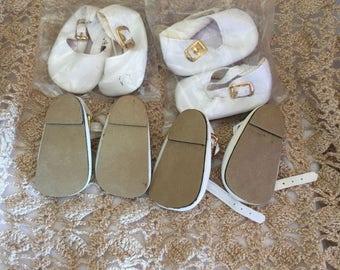 D028  Tallinas, doll shoes, white vinyl