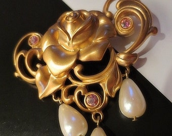 Brooch with faux pearls