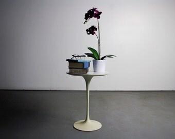 Mid Century Saarinen for Knoll Tulip Side Table