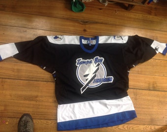 starter Tampa bay lighting men's xl jersey nhl hockey licensed long sleeve wear jeans sneakers shirt shoes obits polyester nice condition