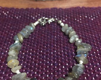 Labradorite and pearl beaded bracelet 7 inch