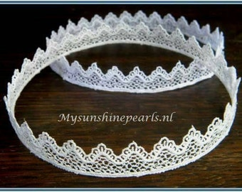 Lacy crowns