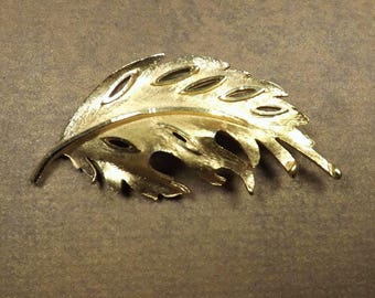 BSK Leaf Brooch - gold tone finish - Marked BSK - Vintage Estate Jewelry - Collectible Jewelry
