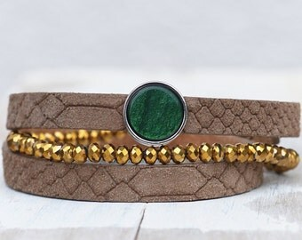 Dust green *** Leather bracelet with golden beads