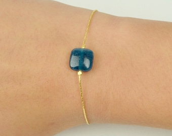 Bracelet in very fine golden brass and apatit blue, semiprecious stone