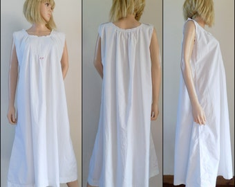 French vintage white monogrammed night gown hand made FP or JP initialed night dress size S/M