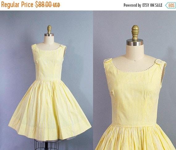 SALE 15% STOREWIDE 1950s striped sundress/ 50s yellow cotton daydress w/ button detail/ small