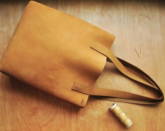 Personalised Simple Leather Tote Bag / Leather Bag / Leather Purse / Simplistic Tote / Minimalist Bag in Camel Brown Leather