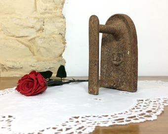 Primitive Antique French Flat Iron. Rustic French 1800's Pressing Iron Barn Décor. Quirky Bookend Iron Doorstop