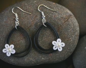 Black and White Earrings/ Quilling Earrings/ Paper Earrings/ Black Quilling Earrings/ Quilling Jewelry/Flower Earrings/ Tear Drop Earrings