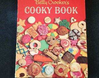 Betty Crocker's COOKY BOOK, First Edition / Fourth Printing, 1960's Cookbook, Mid Century Recipes, Kitchen Kitsch, Retro, Vintage Kitchen