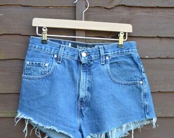 Levis Baggy Silverside Tab, Ladies Vintage High Waisted Denim Shorts (hot pants)   >> W28