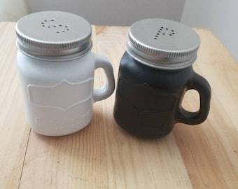 Mason Jar Salt and Pepper Shaker. Mason Jar Kitchen Decor. Country Kitchen Decor, Black & White Salt and Pepper Shaker