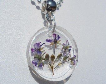 Medallion resin and dried flowers