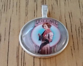 1 - Silver - Glass Cabochon - Pendant - Necklace - Queenie in Center - The size is 36mm x 28mm