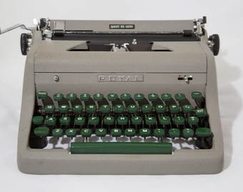 1950's Royal Quiet Deluxe Manual Typewriter Portable Carrying Case - Vintage Typewriter