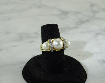14 K Gold / Pearl / Diamond Ring (size 5)