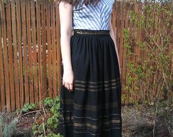 1950s guetamalan style black and gold skirt // medium