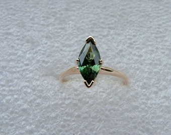 Marquise shaped green Tourmaline ring in 9 carat yellow gold-Green Tourmaline ring in yellow gold-Tourmaline ring-3 carat Tourmaline