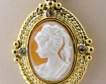 "Vintage Cameo Pendant Necklace Rhinestone Gold Tone Delicate Costume Jewelry 18.5"""