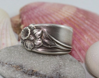 """Silver Spoon Ring """"Daffodil"""" Pattern 1950 Rogers Brothers"""