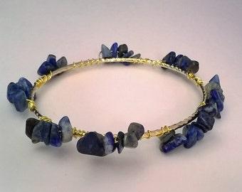 Blue Sodalite Stone Chip Wire Wrap Gold Bangle Bracelet, Healing Stone Jewelry, Chakra Jewelry, Stone Chip Bracelet, Blue and Gold, Pretty