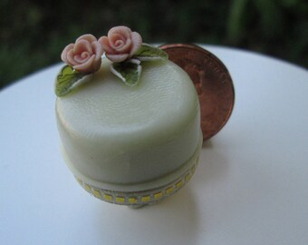 Dollhouse Miniature One Inch Scale Cake by CSpykersMiniaturesUS