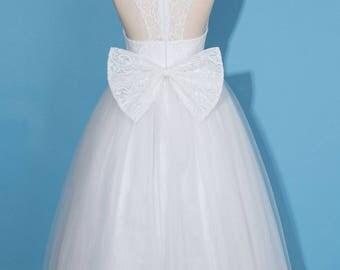 White flower girl dress/white lace girl dress/communion dress/white pageant dress/white tulle girl dress/dress with bow/baby girl dress
