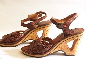 Vintage 70s Brown Leather Wedge Platform Sandals // Carved wooden heels and ankle straps // UK5 - US 7 - EU 38 // Boho Hippie Psych