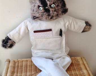 Maskot giant wall cat original old white sheet
