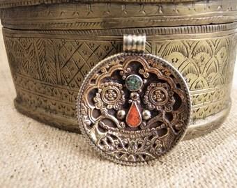 Tibetan pendant. Tibetan Jewelry. Ethnic Jewelry. Tibetan pendant. Pendant ethnic. Tibetan jewelry. Ethnic jewelry.