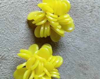 Yellow flowers vintage earrings