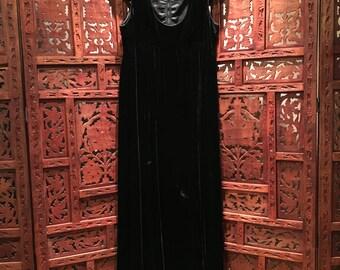 Vintage 1970's Floor length black velvet evening dress w/silk lined bodice & empire waist