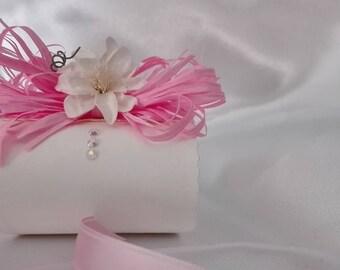 Favor box with raffia Ribbon bonbon, floret and glitter