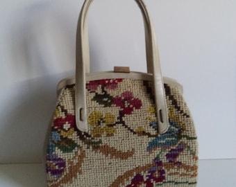 1950s mod tapestry handbag// Mad Men floral needlepoint pocketbook// Granny carpet top handle purse// Vintage Jana